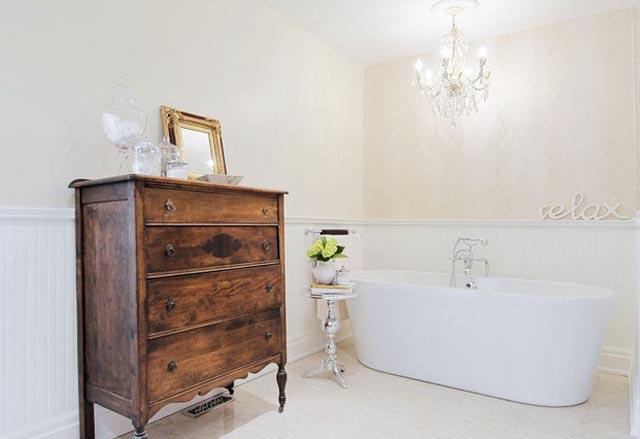 relaxing bathroom by: 3sixtydesigns.ca
