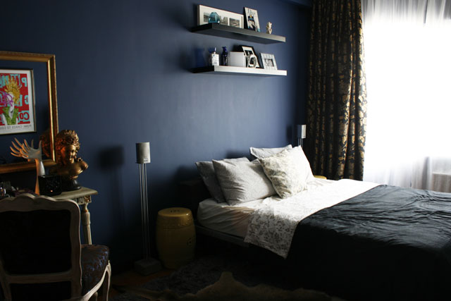 Jigs' bedroom color is just elegant but relaxing.
