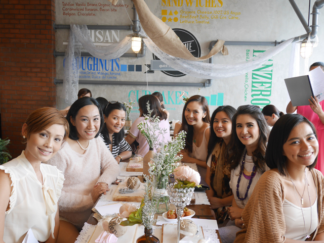 Some of the pretty women in my table were: makeup artist Acie Fores of AcieFores.com, Patty Laurel, Paula Peralejo of PaulatheExplorere.com, Rica of RicaPeralejo.ph, and Kat San Juan of The Daykeeper Journal