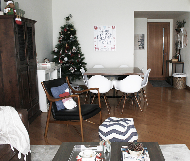 Christmas Decorating Our Small Apartment - MarilenStyles.com