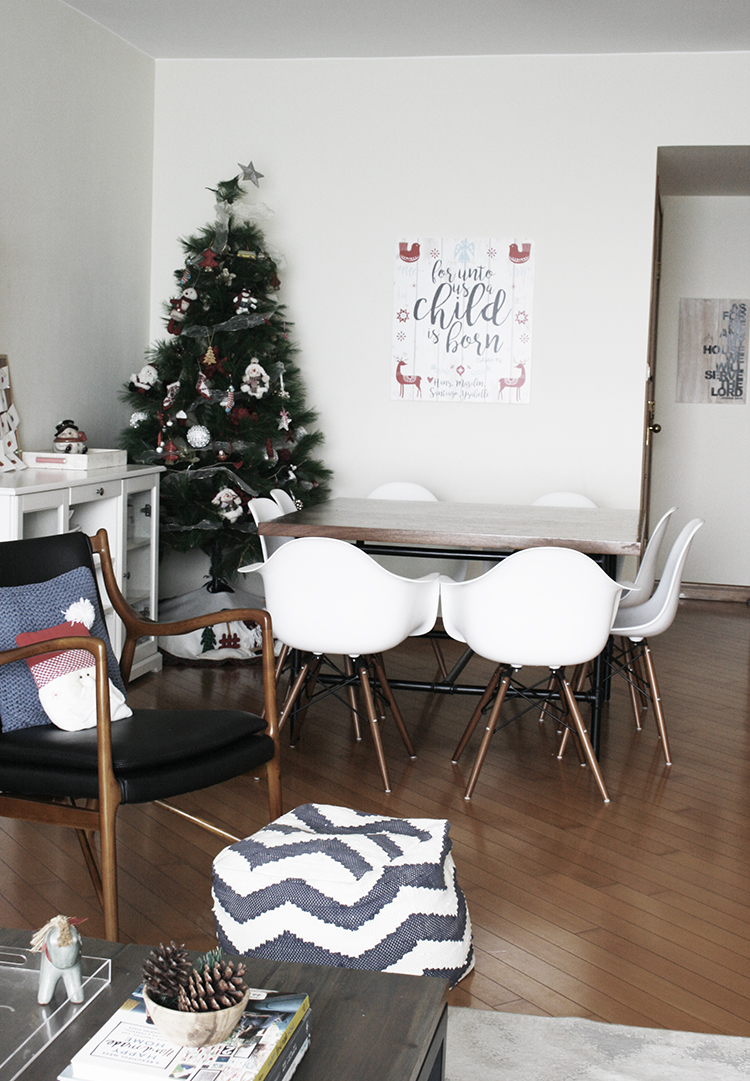 christmas decor in small apartment