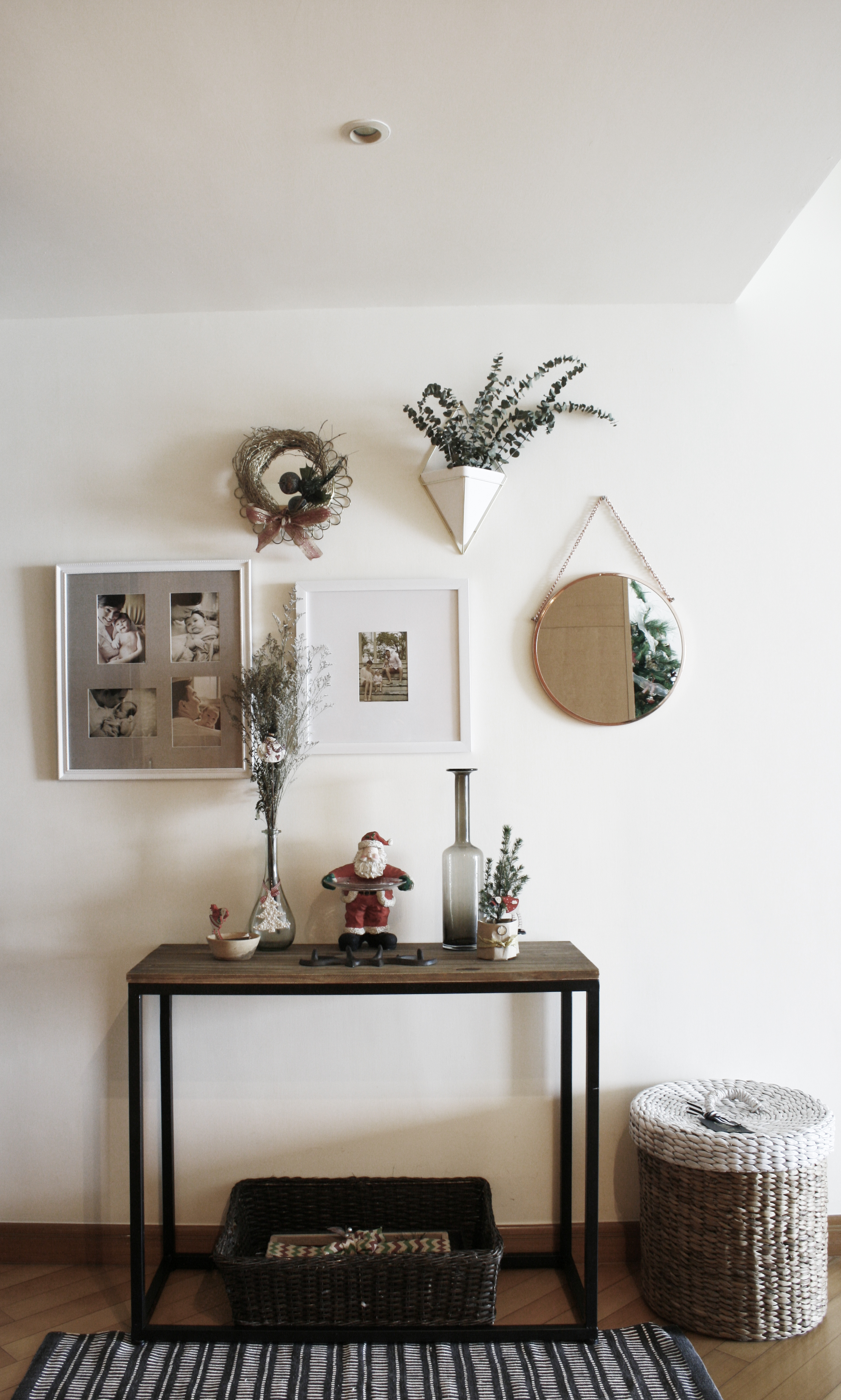 Christmas Decorating Our Small Apartment Marilenstyles Com